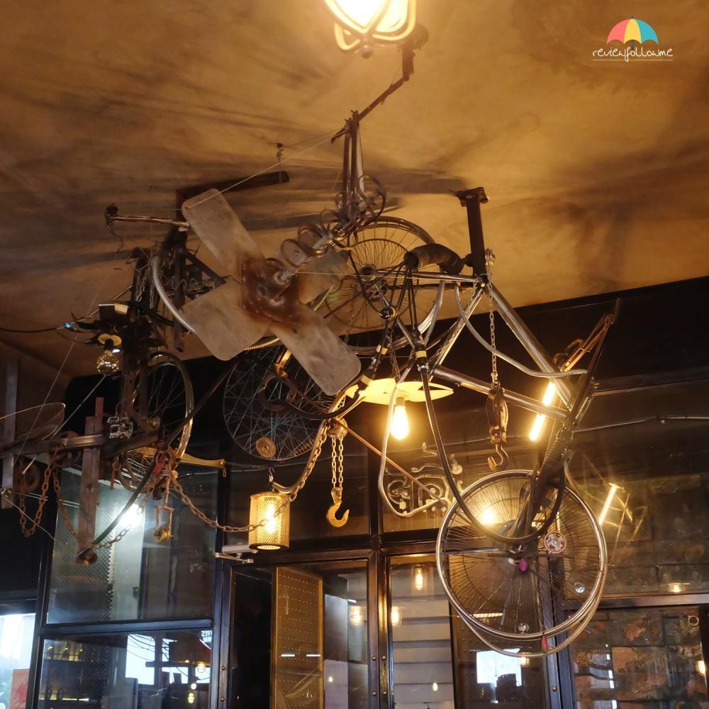 ตกแต่งร้านด้วยจักรยานเก่า